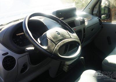 Dashboard van een Renault Master uit 2003